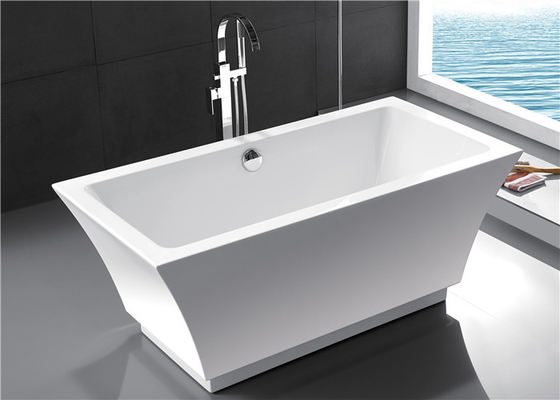 China Fashionable Indoor Small Freestanding Bathtub , Oval Soaking Tub For 1 Person distributor
