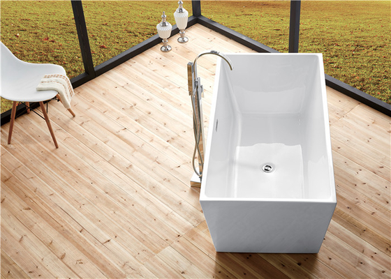 China Seamless Acrylic Square Freestanding Bathtub With Pop - Up Drainer Durable distributor