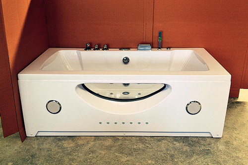 China Double Jacuzzi Whirlpool Bath Tub Small Deep Soaking Tub Computer Control Ss Support distributor